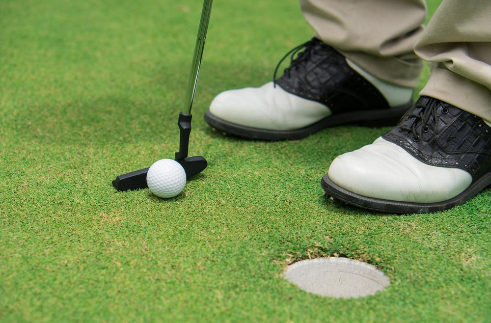 Wie wählt man die besten Golfschuhe?